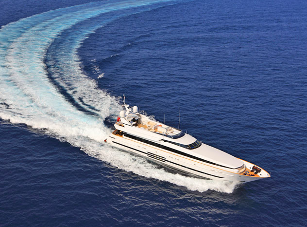 Deluxe Experience on the Sea with Motor Yacht Blink Akhir 135