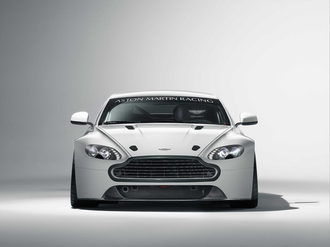 2011 Aston Martin Vantage GT4