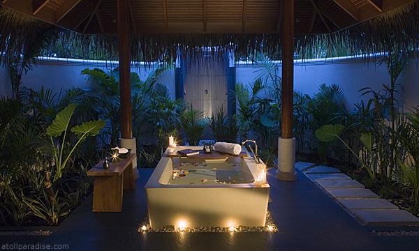The Luxurious Anantara Resort Maldives 10