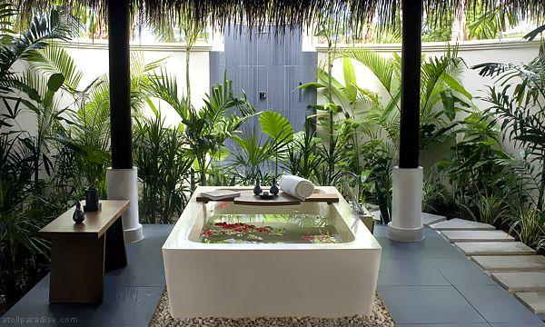 The Luxurious Anantara Resort Maldives 23