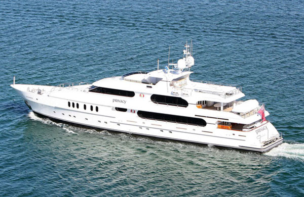 Tiger Woods' Privacy Luxury Yacht (4)