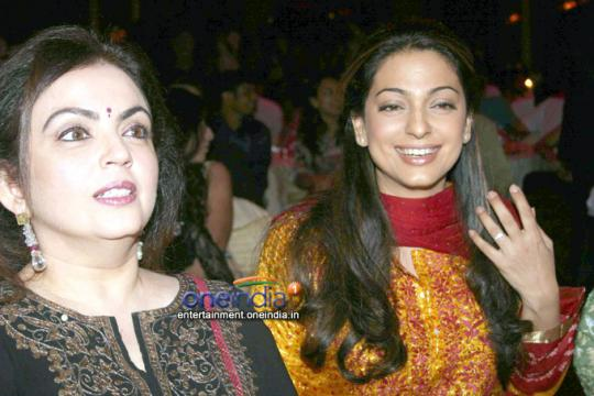 juhi-with-mukesh-ambani_s-wife
