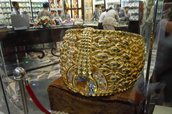 World's Largest Gold Ring Worth Over $3 Million (2)
