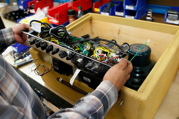 Fender's New Hand Built Amplifiers by Eric Clapton (1)