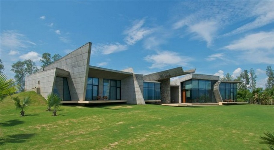 Sophisticated Contemporary Home in India (6)