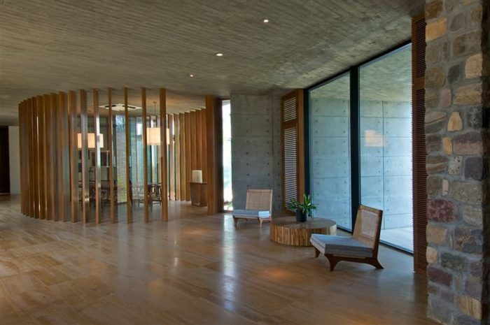 Sophisticated Contemporary Home in India (4)