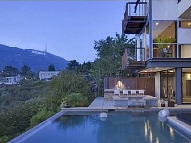 Ashton Kutcher Buys an Outstanding Hollywood Hills Mansion (2)