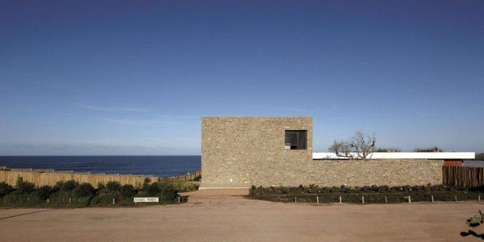 The Contemporary Buenos Mares Villa in Uruguay (1)