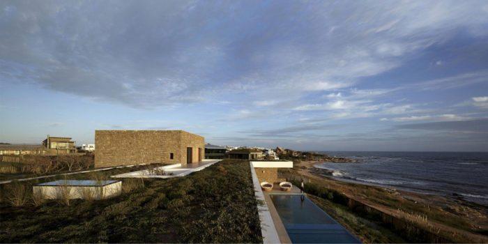 The Contemporary Buenos Mares Villa in Uruguay (13)
