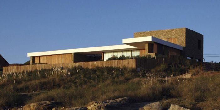 The Contemporary Buenos Mares Villa in Uruguay (14)