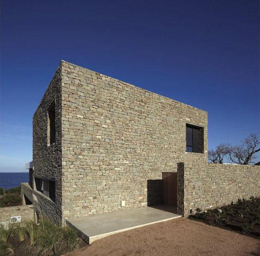 The Contemporary Buenos Mares Villa in Uruguay (2)