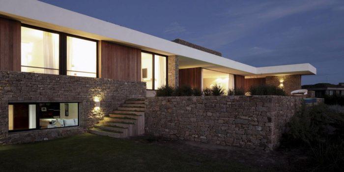 The Contemporary Buenos Mares Villa in Uruguay (25)
