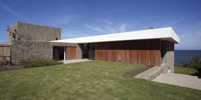 The Contemporary Buenos Mares Villa in Uruguay (4)