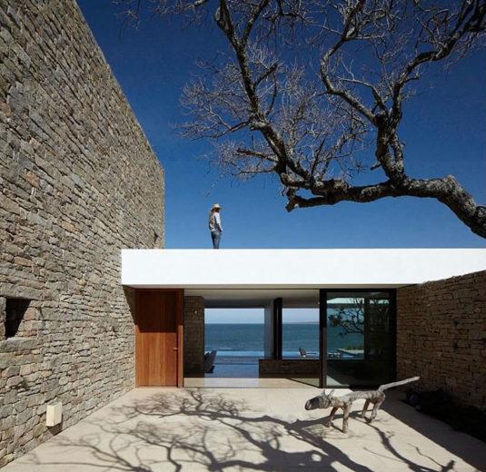 The Contemporary Buenos Mares Villa in Uruguay (5)