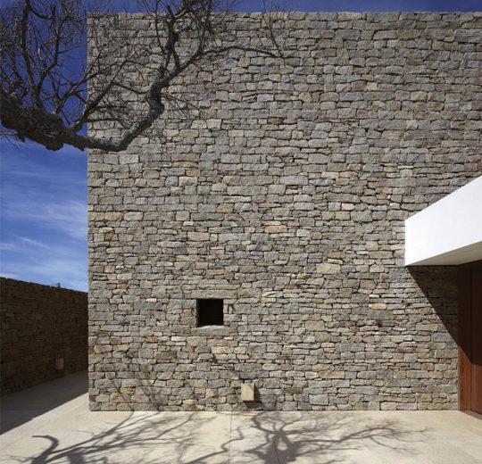 The Contemporary Buenos Mares Villa in Uruguay (6)
