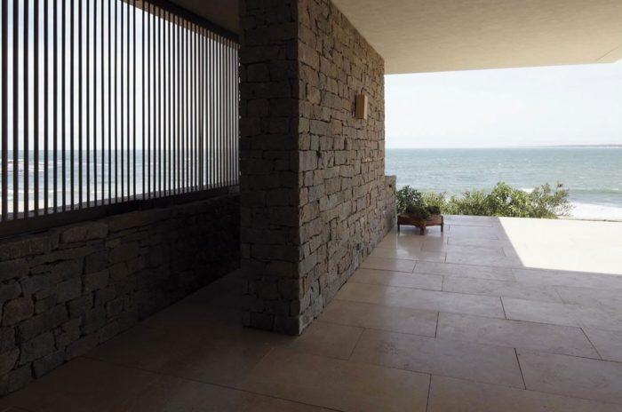 The Contemporary Buenos Mares Villa in Uruguay (9)
