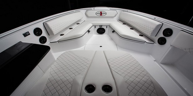 Cigarette Huntress Luxury Boat by Mercedes-Benz (4)