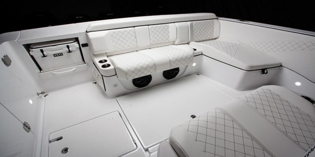 Cigarette Huntress Luxury Boat by Mercedes-Benz (3)