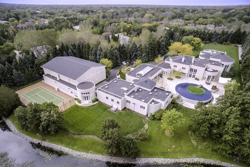 Michael Jordan's Lavish Estate Costs $14,8 Million (7)