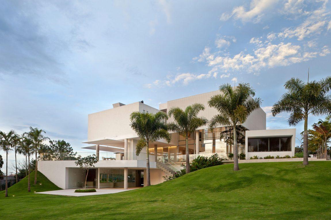 House in Lago Sul QI 25 In Brasilia, Brazil (15)