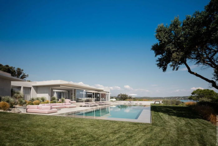 Modern Home In Amatuelle, France By Laurence Sonck (17)
