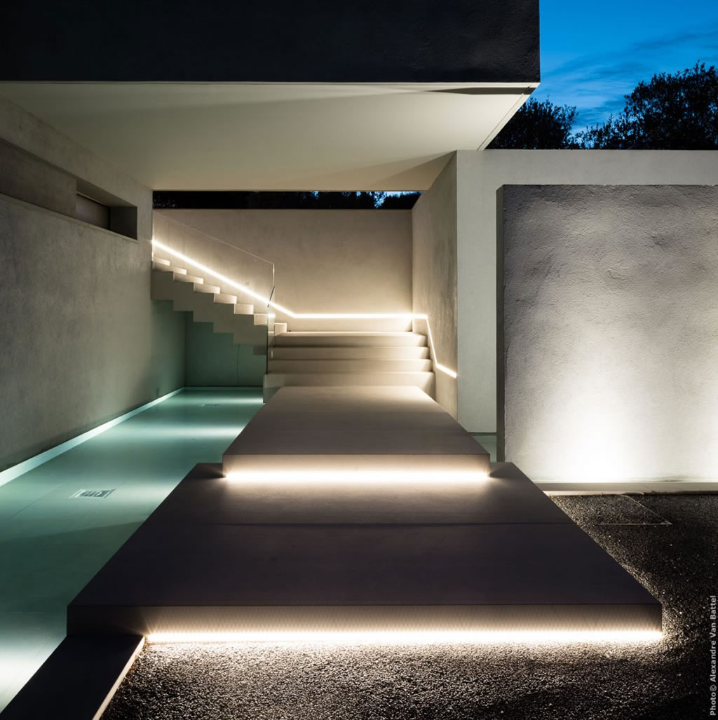 Modern Home In Amatuelle, France By Laurence Sonck (4)