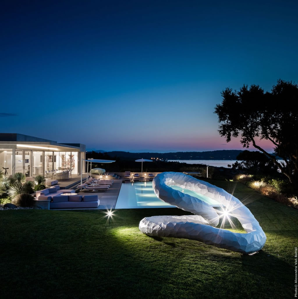 Modern Home In Amatuelle, France By Laurence Sonck (2)
