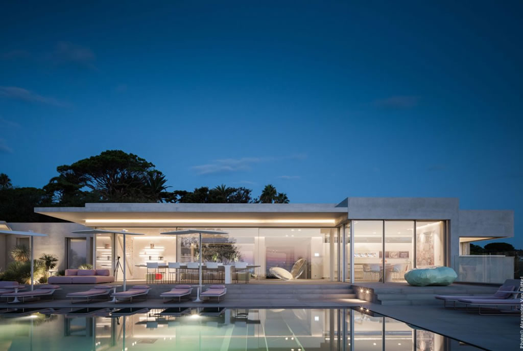 Modern Home In Amatuelle, France By Laurence Sonck (1)