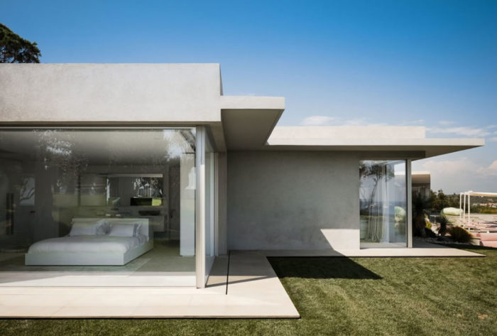 Modern Home In Amatuelle, France By Laurence Sonck (14)